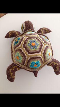 59 ideas for african flower crochet animals ideas Cute Crochet, Crochet Crafts, Crochet Projects, Knit Crochet, Crochet Motifs, Crochet Patterns Amigurumi, Crochet Dolls, Crochet Turtle Pattern Free, African Flower Crochet Animals