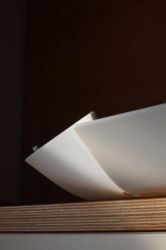 Progetto per grande portafrutta in Corian® DuPont con otto facce inclinate a caldo ed incise al laser. In vendita su Futility.it. Design Marcello Gennari
