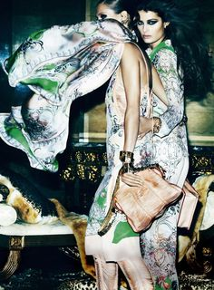Glamour motifs inspired by Art Nouveau and precious floral prints for the new Roberto Cavalli foulards!