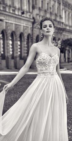 Gorgeous Galia Lahav wedding dress for a beach wedding
