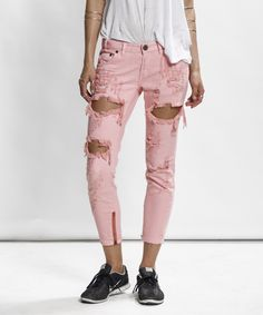 Weather calls for springish colors and ripped pants ✌ Hot pink freebirds denim by OneTeaspoon! #stylebubbles #oneteaspoon #rippedjeans #denim #fashion #onlineshopping