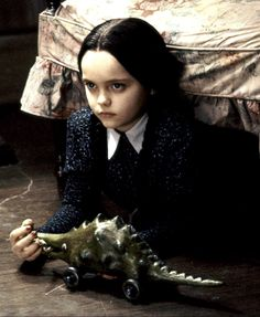 moving pictures wednesday-addams-christina-ricci Lawn Furniture If you love being outdoors, you shou Die Addams Family, Addams Family Wednesday, Addams Family Values, Wednesday Addams Makeup, Christina Ricci, Pop Culture Halloween Costume, Halloween Costumes, Los Addams, Charles Addams