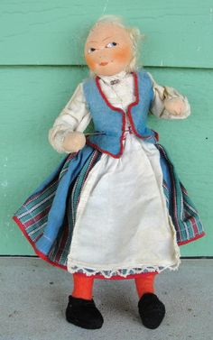 NORWEGIAN/NORWAY  RONNAUG PETTERSSEN c1930's FLAT FACE CLOTH GIRL DOLL IN BUNAD  #RonnaugPetterssen #Dolls