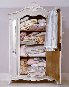 Now this is what I call a linen closet.