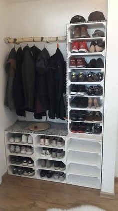 ShoesShoesHome decor Shoe cabinets – XXL shoe rack made of pallets! Diy Home Crafts, Diy Home Decor, Room Decor, Ikea Trones, Closet Shoe Storage, Shoe Racks, Diy Rack, Small Space Interior Design, Space Interiors