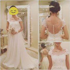 昨日仕事終わりに#maisonsuzu さんでドレスを試着させてもらいました  1.5時間で白2着とカラー3着 幸せすぎて脱ぎたくなーーいと思いました(ω) 今までの試着でドレス似合わないと思っていたので試着が出来てほんとによかったです インスタでの評判通りドレスも小物もスタッフさんも価格帯もどれも満足  このドレスが今回着たなかで一番の候補  #プレ花嫁 #2016秋婚 #ウェディングドレス #ナチュラルウェディング by tos__ri