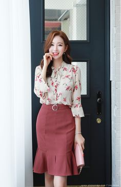 Korean Fashion – How to Dress up Korean Style – Designer Fashion Tips Korean Blouse, Korean Fashion Trends, Elegant Outfit, Office Outfits, Classy Outfits, Skirt Outfits, Dress Brands, Fashion Dresses, Dress Up