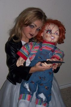 Chucky and Bride of Chucky Halloween Costumes Bride Of Chucky Halloween, Bride Of Chucky Costume, Halloween Boo, Halloween Costumes For Kids, Halloween Images, Halloween 2018, Halloween Makeup, Happy Halloween, Toddler Chucky Costume