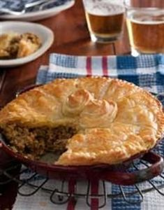 'n Goudbruin, geurige pastei op die tafel is die perfekte ete op 'n koue aand. South African Dishes, South African Recipes, Africa Recipes, Popular Recipes, Great Recipes, Favorite Recipes, Dinner Recipes, Healthy Recipes, Tart Recipes