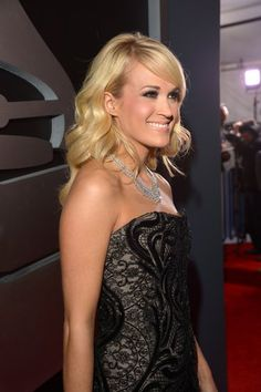 Carrie Underwood looked beautiful at the 2013 Grammys. Click for more pictures!