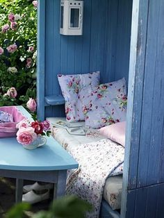 Shabby Chic in the garden. Outdoor Rooms, Outdoor Gardens, Outdoor Living, Outdoor Retreat, Cozy Nook, Cozy Corner, Dream Garden, Home And Garden, Blue Garden