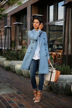 Love this coat color and street style outfit. Looks comfy and casual. Fashion Mode, Look Fashion, Womens Fashion, Fashion Fall, Trendy Fashion, Street Fashion, Fashion Outfits, Ladies Fashion, Blue Fashion