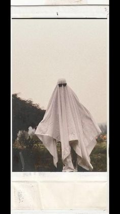 Ghost Photography, Halloween Photography, Creative Photography, Portrait Photography, Scary Ghost Pictures, Ghost Photos, Cool Pictures, Night Aesthetic, Aesthetic Photo