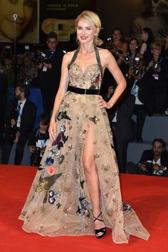 Naomi Watts wore an #ElieSaab Fall 2016 Couture bird gown to #TheBleeder premiere at #Venezia73. #VeniceFilmFestival The Fashion Court (@TheFashionCourt) | Twitter