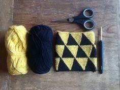 Triforce crochet, a small purse