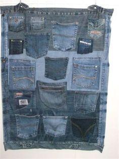 Een gaaf wandkleed gemaakt van oude spijkerbroeken. Gemaakt door mijn moeder Wil Ras. Reuse Jeans, Diy Jeans, Jean Crafts, Denim Crafts, Denim And Lace, Blue Denim Jeans, Jean Organization, Blue Jean Quilts, Diy Clothes And Shoes