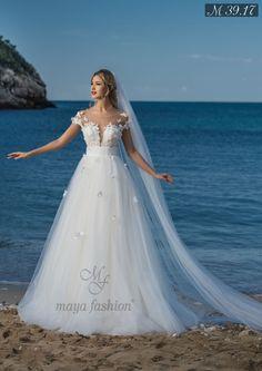 In aceasta rochie de mireasa stil printesa te vei simti cu adevarat cea mai frumoasa femeie din intreaga lume. Realizata din tulle fin, dantela si aplicatii 3D cusute manual, cu un decolteu superb, aceast model impresioneaza prin eleganta si rafinament. Wedding Dress Trends, Wedding Dresses, Wedding Planning, Weddings, Ring, Formal Dresses, Fashion, Bride Groom Dress, Vestidos