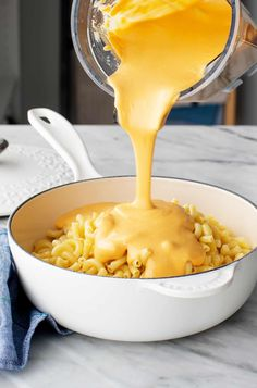 This easy vegan macaroni and cheese recipe is a delicious vegetarian dinner! The creamy sauce tastes just like real cheese, but instead, it's made with plant-based ingredients like cashews, sweet potatoes, and nutritional yeast. Vegan Cheese Sauce, Vegan Mac And Cheese, Yummy Pasta Recipes, Vegan Recipes Easy, Dinner Recipes, Best Vegetarian Lasagna, Vegetarian Dinners, Healthy Meals, Tempeh Bacon