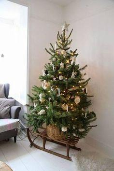 Mache von einem alten Schlitten die schönste Weihnachtsdekoration! Nummer 6 ist wirklich fantastisch - DIY Bastelideen