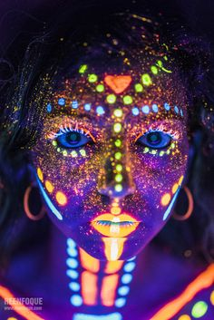 Glowing UV Makeup Art - My list of the most beautiful artworks Neon Painting, Light Painting, Belly Painting, Pintura Facial Neon, Neon Face Paint, Body Paint, Tinta Neon, Uv Makeup, Neon Photography