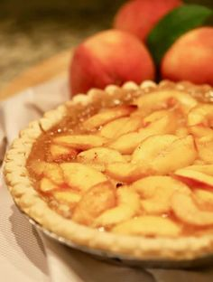 Southern-Style Easy Fresh Peach Pie is full of sun-ripened peach filling cooked to perfection. This peach pie recipe is one you will want to make time and time again. Easy Peach Pie, Fresh Peach Pie, Peach Pie Filling, Delicious Desserts, Dessert Recipes, Sweet Desserts, Peach Pie Recipes, Flan Recipe, Canned Peaches