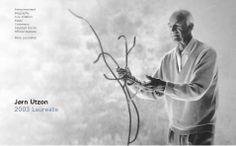 Arquiteto dinamarquês Jørn Utzon nasceu em 1918. Enquanto na escola secundária, ele começou a ajudar o pai, diretor de um estaleiro em Aalborg, na Dinamarca, e brilhante arquiteto naval, através do estudo de novos projetos, elaboração de planos e fazer modelos. Essa atividade abriu outra possibilidade, a de treinamento para ser um arquiteto naval como seu pai.  http://www.pritzkerprize.com/2003/bio