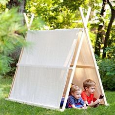 Lowes kids camping in drop cloth tent. Lowes DIY Tent plans: A little bit more work involved but again looks like it would stand the test of time. Love the idea of a drop cloth so the kids can personalize it. Cool Diy, Cool Forts, Drop Cloth Projects, Fun Projects, Lowes Creative, Creative Play, Creative Ideas, Diy Ideas, Canvas Drop Cloths