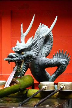 龍手水、箱根神社、箱根 Dragon Washbasin, Hakone Shrine, Hakone Japanese Dragon, Chinese Dragon, Dragon Head, Dragon Art, Sculpture Metal, Lion Sculpture, Dragon Oriental, Chinese Lion Dance, Dragon Miniatures