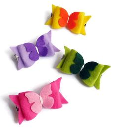 These felt hair clips are so adorable! are the perfect complement to any hairstyle! They are perfect for girls of all ages! The cute bows are made in felt. This is a set of 4 hair clips, you will receive all the hair clips of the image. Size of the felt bows hair clip 6.5 cm x 3.2 cm The