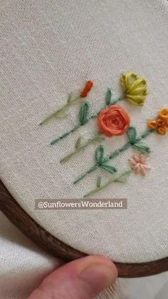 Hand Embroidery Patterns Flowers, Basic Embroidery Stitches, Embroidery Stitches Tutorial, Embroidery Flowers Pattern, Hand Embroidery Designs, Diy Embroidery, Embroidery Techniques, Embroidery Software, Simple Flower Embroidery Designs
