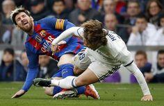 Clásico: El Real Madrid - Barcelona se jugará el 23 de abril a las 20.45   Deportes   EL PAÍS http://deportes.elpais.com/deportes/2017/03/20/actualidad/1490007772_237161.html#?ref=rss&format=simple&link=link