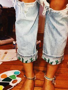 Zip-back drawstring gown with entrance pocket - Refashion Diy Fashion, Ideias Fashion, Fashion Outfits, Womens Fashion, Painted Jeans, Painted Clothes, Diy Clothes Paint, Summer Outfits, Cute Outfits