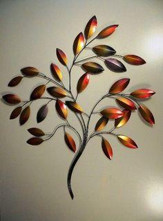 Bijzonder mooie metalen tak met bladeren als muurdecoratie. Om, Plants, Kunst, Flora, Plant, Planets