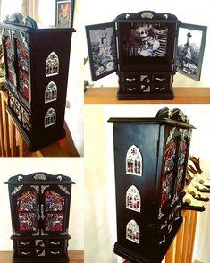 New Diy Jewelry Box Makeover Home Decor Ideas Gothic Furniture, Painted Furniture, Diy Furniture, Rehabbed Furniture, Goth Home Decor, Diy Home Decor, Room Decor, Macabre Decor, Spooky Decor