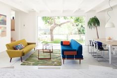 colour and design Los Feliz house by Mike Jacobs Architecture 1 Mid Century Living Room, Mid Century House, Mid Century Modern Design, Mid Century Modern Furniture, Salon Mid-century, Style Californien, Interior Design Process, Loft, Los Angeles Homes