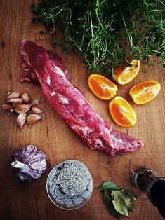Cozinhadaduxa: Lombinho de Porco na Frigideira com Laranja e Tomilho Wine Recipes, Carrots, Meat, Vegetables, Cooking, Food, Pork Sirloin Recipes, Meat Recipes, Kale Stir Fry