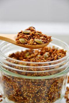 J'y songeais depuis longtemps à ce granola salé! Il faut dire que j'aime mettre des graines partout et sur tout, c'est tellement bon et j...