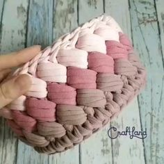 Crochet Storage, Crochet Diy, Crochet Crafts, Crochet Projects, Crochet Rugs, Crochet Bag Tutorials, Crochet Instructions, Crochet Videos, Crochet Basket Pattern