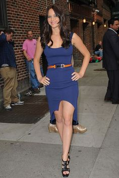 For an appearance on The Late Show With David Letterman she wore an Altuzarra spring/summer 2011 navy blue dress with YSL platform heels.