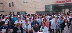 GRANADA.Europatropical les ofrece el manifiesto de las Juntas de Personal delos hospitales San Cecilioy Virgen de las Nieves de rechazo ala fusión hospitalaria