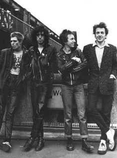 The Clash - punk band from London, UK Music Is Life, My Music, It Icons, The Future Is Unwritten, Mick Jones, British Punk, 70s Punk, Le Choc, Joe Strummer