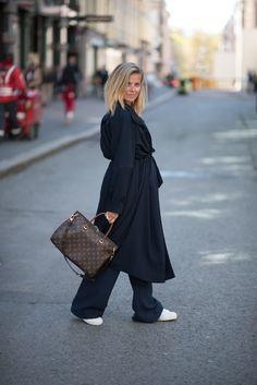 Style...Janka Polliani // trench + wide leg pants + sneakers casual style // Scandinavian chic