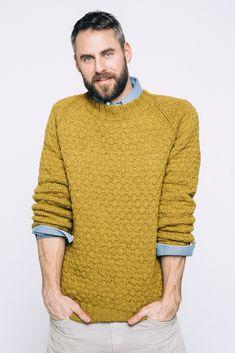 Ravelry: Nr Teodor pattern by Sandnes Garn Mens Knit Sweater Pattern, Mens Cable Knit Sweater, Hand Knitted Sweaters, Sweater Knitting Patterns, Men Sweater, Knit Patterns, Chinos Men Outfit, Crochet Men, Bodybuilding Clothing