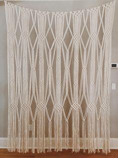 Macrame Wall Hanging Diy, Macrame Curtain, Macrame Art, Macrame Projects, Macrame Knots, Macrame Modern, Boho Baby Shower, Jute Twine, Macrame Patterns