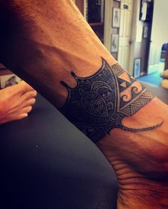 35 Graceful Stingray Tattoo Ideas - A Symbol Of Stealth, Speed, And Protection Check more at http://tattoo-journal.com/best-stingray-tattoo/