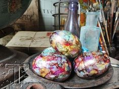 tim holtz - alcohol ink eggs. sometimes the simplest things can transform into the most amazing ones. today i want to show how to create colorful faux marbled eggs from those cheap plastic eggs. tutorial on his website!!