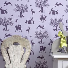 This magical design features delightful silhouettes of enchanting woodland animals that will intrigue your child's imagination.