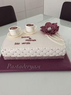 Söz pastası Engagement Decorations, Engagement Cakes, Fondant Cakes, Cupcake Cakes, Different Kinds Of Cakes, Elegant Birthday Cakes, Birthday Girl Quotes, Indian Wedding Cakes, Before Wedding