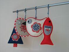 Vánoční+dekorace-+4+kusy+Vánoční+ozdoby+z+plsti+a+lněné+látky ve+tvaru+ptáčka,+stromečku+a+rybky.+Ozdoby+jsou+zdobené+aplikací,+ruční+výšivkou+a+ručním+tiskem.+Barevná+kombinace+červené,+modré,+smetanové+a+přírodní+lněné.+Lze+použít+jako+ozdobu+na+stromeček,+adventní+věnec,+či+vánoční+aranžmá+a+především+obdarovat+někoho+blízkého.+Cena+je+za+celou... Xmas Ornaments, Dream Catcher, Crochet Earrings, Drop Earrings, Christmas, Fun, Magic, Decor, Xmas
