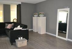 goed idee: zuilen in je woonkamer met mooie potten erop!